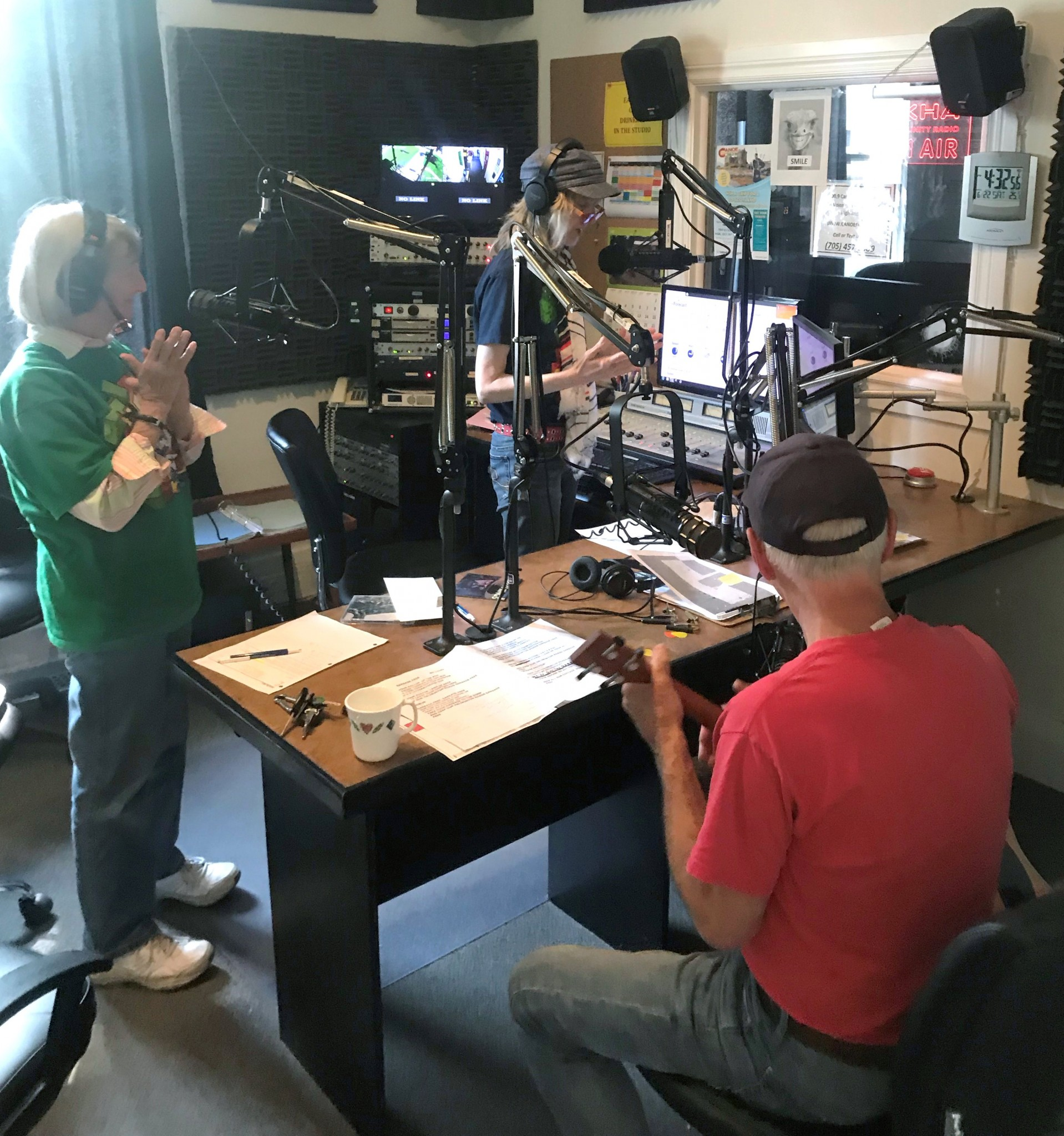Bill Candy dropped into the Canoe FM studio to play some tunes on air.
